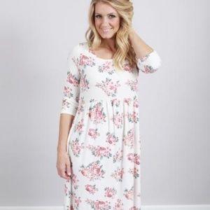 Dresses & Skirts - Soft Floral Maxi Dress
